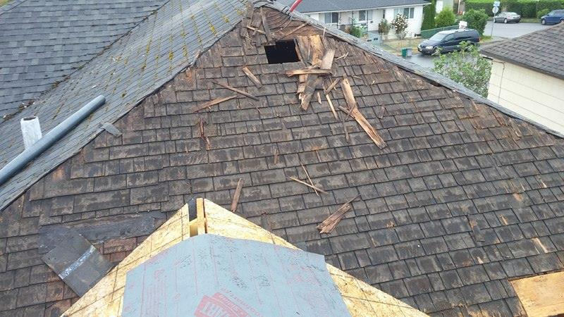 fixing old roof in Delta | Army Roofing Inc.